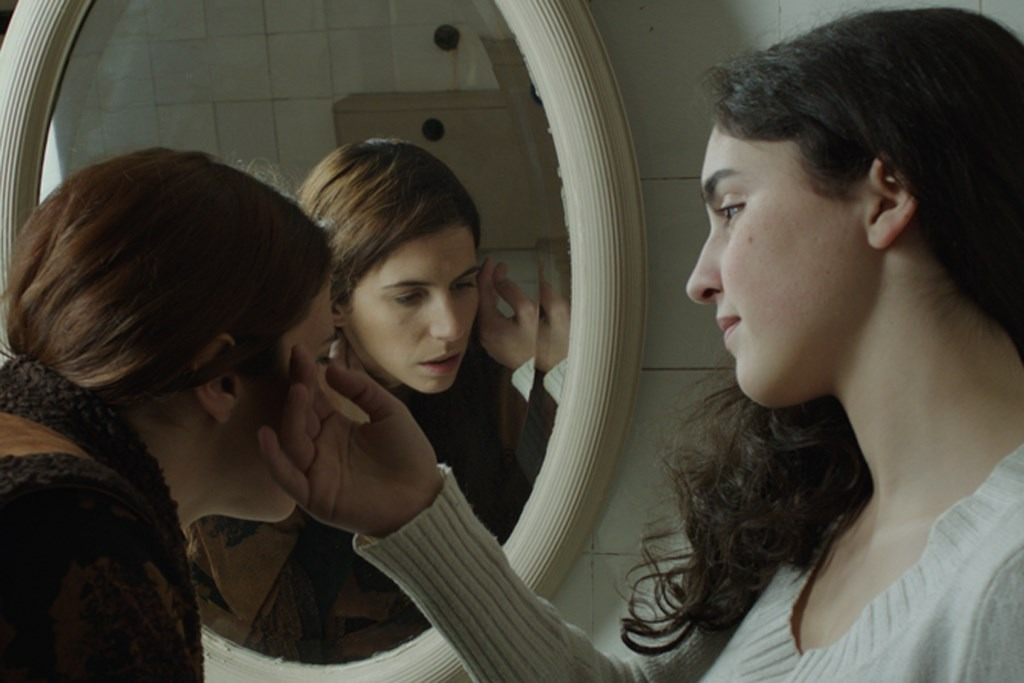 "<span  class=""uc_style_uc_tiles_grid_image_elementor_uc_items_attribute_title"" style=""color:#ffffff;"">Ana Paula Rocha - Cinema - O fantasma do Novais - Janeiro 2012 - 003</span>"